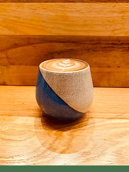 فنجان-سرامیکی-آبی-دست-ساز-به-سبک-ژاپنی